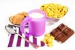 colazione con latte e cereali su sfondo bianco