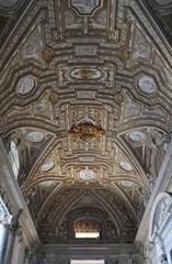 Soffitto dell'ingresso a San Pietro in Roma