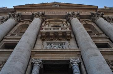 La facciata di San Pietro a Roma 03
