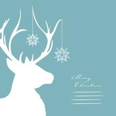 Hirsch mit Weihnachtssternen am Geweih