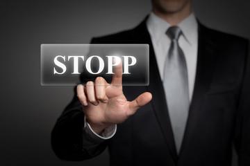 Mann drückt touchscreen button - Stopp