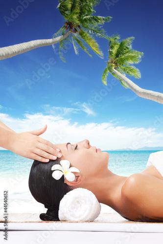 beach massage - 44540652