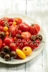 Verschiedene Tomatensorten in einer Schale