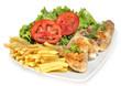 Alitas de pollo con ensalada y patatas.
