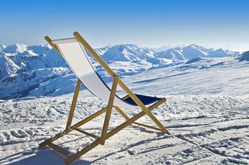Chaise longue sur les pistes de ski - Alpes