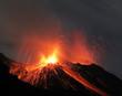 Vulkanausbruch, Eruption bei Nacht - 44552273