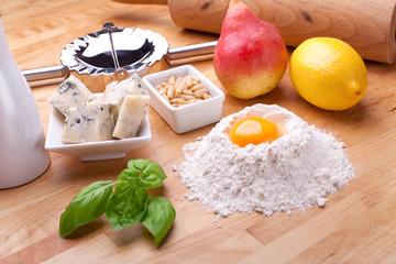 Ravioli mit Gorgonzola Birne Füllung
