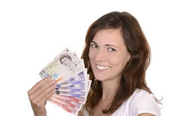 Junge glückliche Frau mit britischen Banknoten