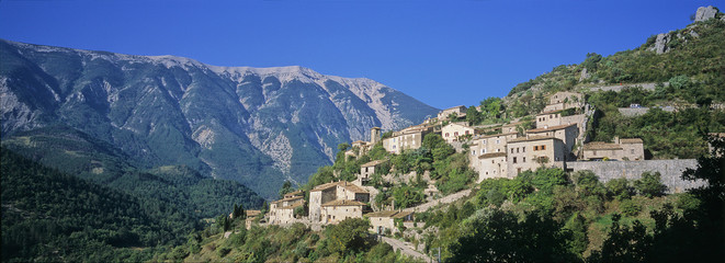 village d'entrechaux mont ventoux