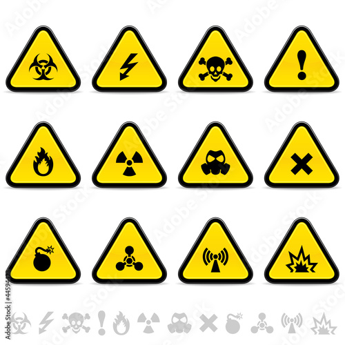 Set of warning triangles