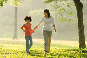 asian mother and daugther