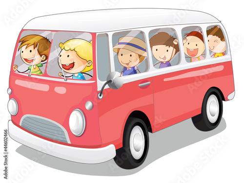 autobus-i-dzieci