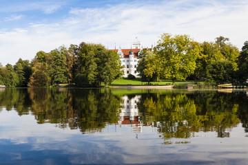 Schloss Boitzenburg vom Küchenteich aus gesehen