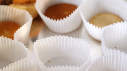 Cakes in paper gradually disappear from tray