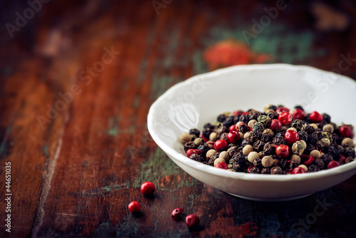 Different peppercorns in a bowl