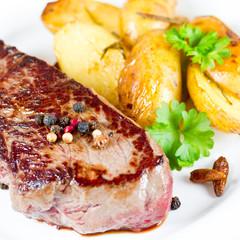 Steak mit Rosmarinkartoffeln