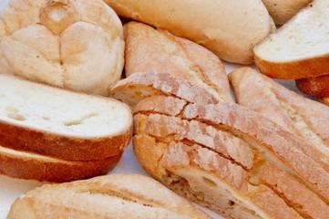 vari tipi di pane ammucchiato