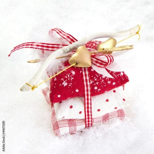 Ein Geschenk mit Pfeil und Bogen