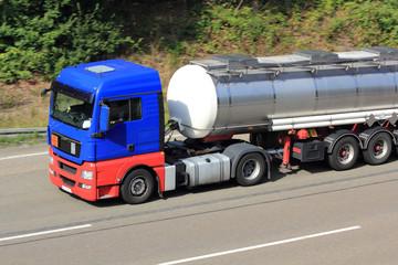 blaues Tankfahrzeug