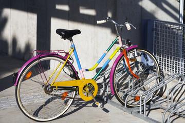 Bicilcetta multicolor parcheggiata