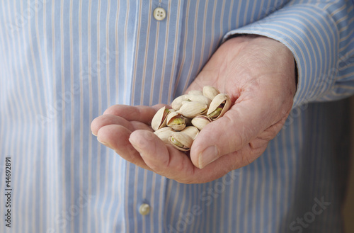 diabetic snack serving of pistachio nuts