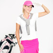 Frau beim Golfen