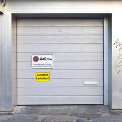 Garagentor © Matthias Buehner