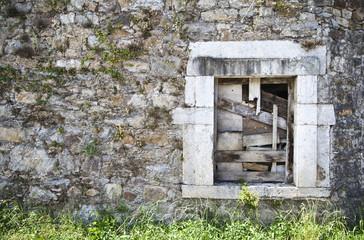 Ventana en ruinas