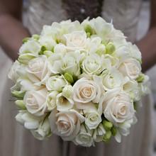 bouquet de mariage de roses roses et blanches