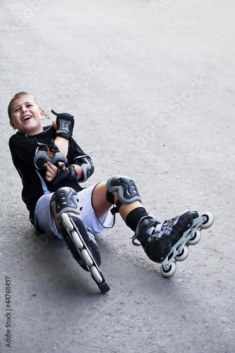 boy on roller skates fell down and bruised elbow