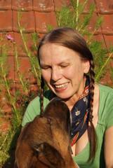 Frau mit Hund, Dackel, Schäferhund, Tier, Mensch