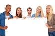Gruppe junger Personen hält weißes Schild