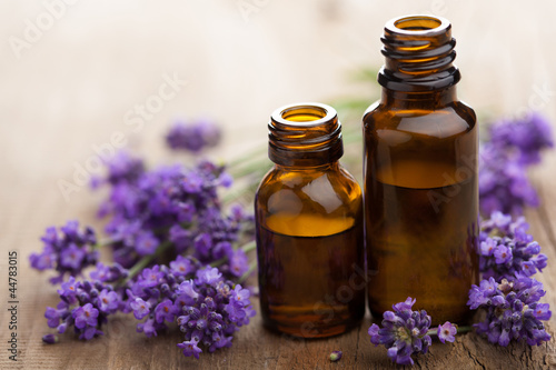 Poster, Tablou essential oil and lavender flowers