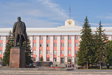 Monument to Vladimir Lenin in Barnaul.