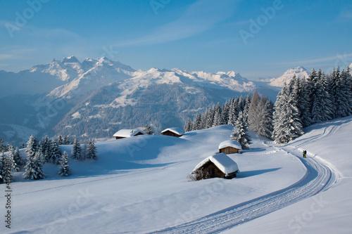 Leinwandbild Motiv Winterwanderung in den Alpen