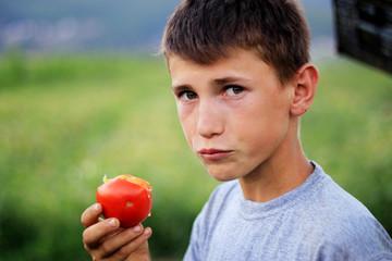 Frische Tomatenfrucht am geniessen