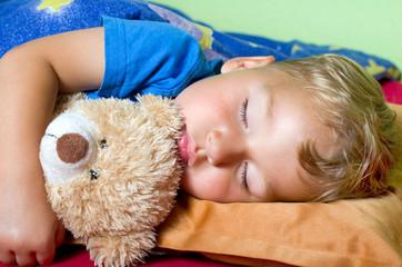 schlafender junge