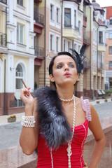 Курящая девушка в красном платье