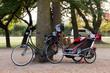 Fahrrad mit Kindersitz und Anhänger