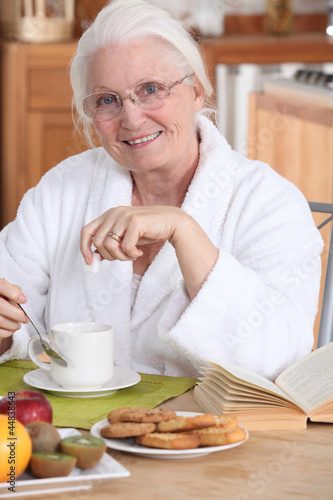 Old lady eating breakfast