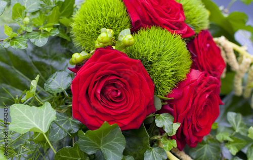 composition florale roses rouge