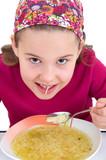 Mädchen beim Suppe schlürfen