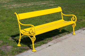 Gelbe Parkbank