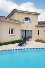 terrasse et piscine d'une villa contemporaine  # 06