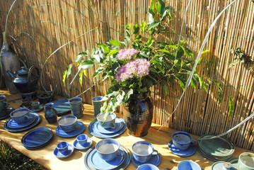 Geschirr - Tisch - Garten