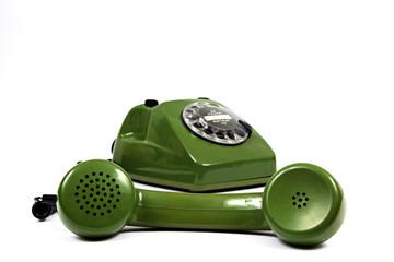 Altes Telefon auf weiß isoliert