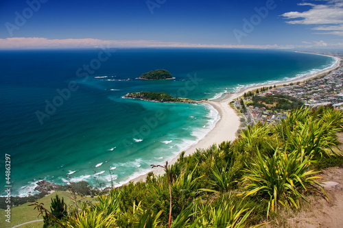 In de dag Nieuw Zeeland Tauranga, view from Manganui Mountain to the beach.