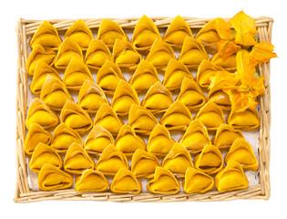Tortelloni di zucca, pasta fresca italiana