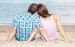 Junges Paar genießt gemeinsame Zeit am Strand