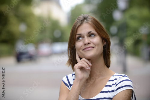 woman having an idea outdoors